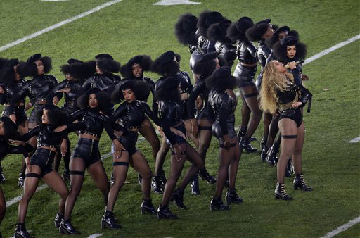 BeyoncÈ performs during halftime of the NFL Super Bowl 50 football game Sunday, Feb. 7, 2016, in Santa Clara, Calif. (AP Photo/Charlie Riedel)